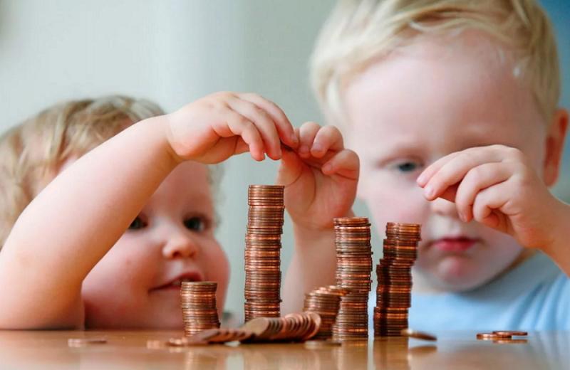 Дополнительная ежемесячная выплата на детей до 3 лет и единовременная выплата от 3 до 16 лет.
